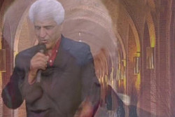 رحمت الله تاتار بخش نیمروزی رادیو آوا را اجرا میکند
