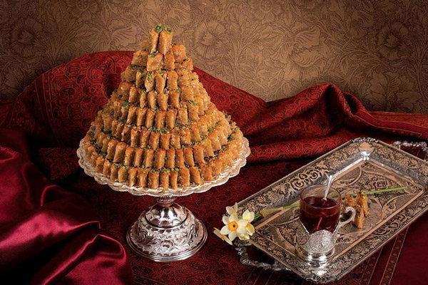 شیرینی های سنتی و صنایع دستی سوغات رنگارنگ استان قزوین