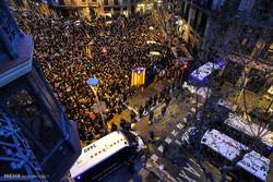 اسپین میں کاتالان  رہبر کی گرفتاری کے خلاف مظاہرہ