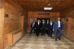 """ظريف يزور مركز """"دوزداغ"""" الصحي في جمهورية نخجوان"""