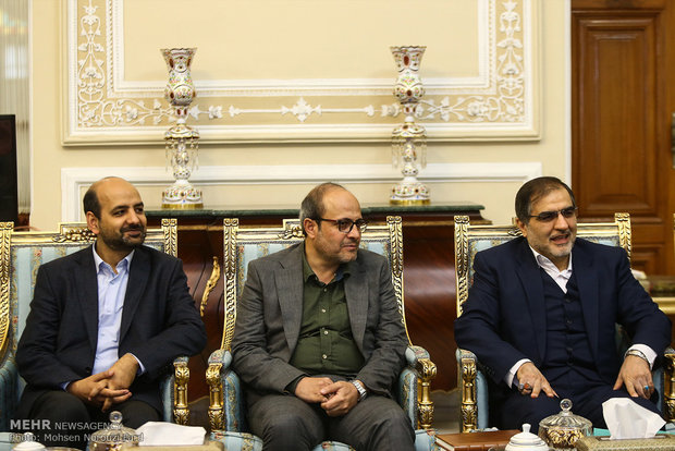 لقاء يجمع بين لاريجاني ورئيس منظمة الاذاعة والتلفزيون الايرانية