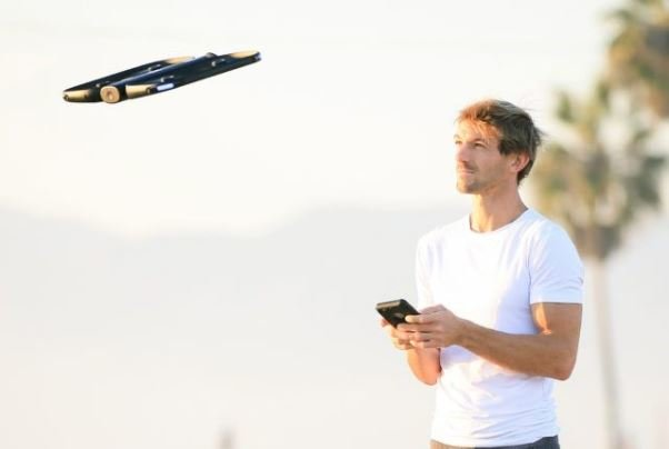 پهپاد خودران با ۱۳ دوربین از کاربر فیلمبرداری می کند