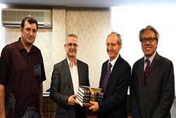 منابع مرجع شیعی به مرکز مطالعات پیشرفته اسلامی مالزی اهدا شد