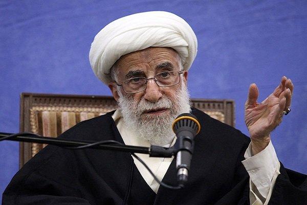 آية الله جنتي يدعو الحكومة الايرانية للعمل على دعم المنتجات المحلية