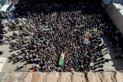"""تشييع الشهيد المدافع عن الحرم """"مرتضى بصيري بور"""" /صور"""