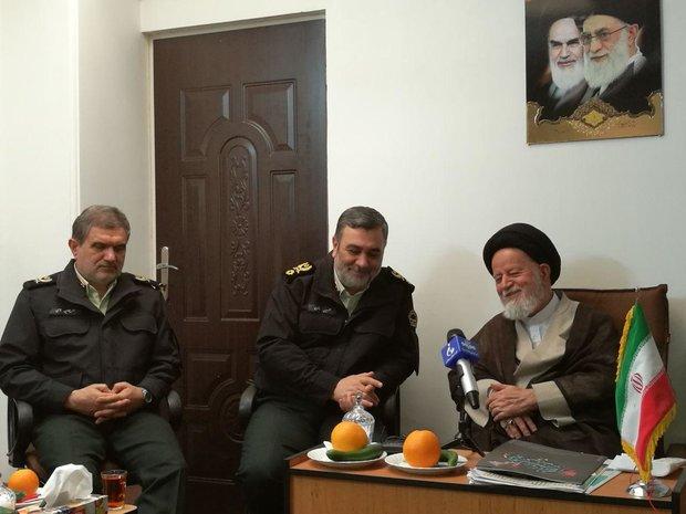 قائد الثورة يستقبل قادة ومسؤولي مقر خاتم الانبياء(ص)