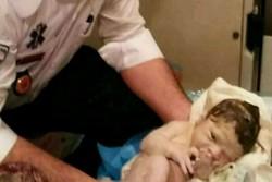 تولد دوقلوهای اسلامشهری در آمبولانس