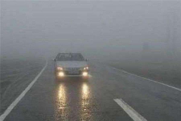 مه غلیظ جاده های زنجان را فرا گرفته است