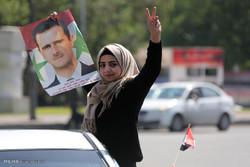 السوريون يحتفلون تاييدا للأسد بعد فشل العدوان الامريكي على سوريا / صور
