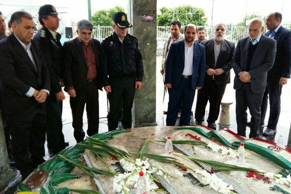 ادای احترام استاندار تهران به مقام شامخ شهدای ری