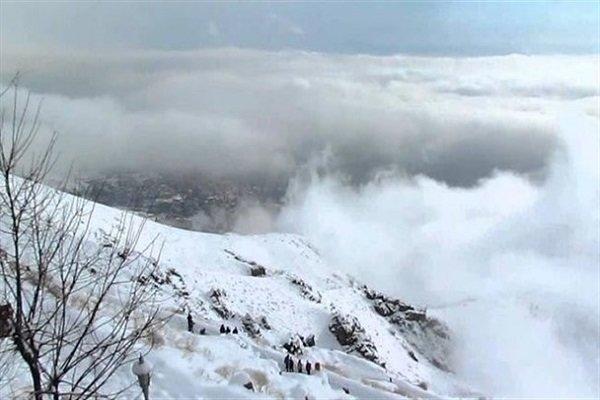 بارش برف شهر و روستاهای لاریجان را سفیدپوش کرد