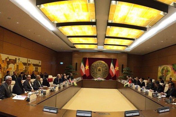 İran Meclis Başkanı Vietnam'da