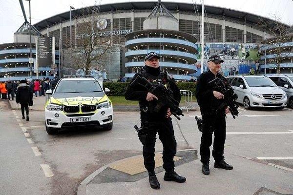 وسائل إعلام بريطانية: إصابة 6 أشخاص بحادث دهس أمام مركز تجاري في مانشستر