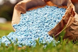افزایش ۵ برابری نرخ سموم و کودهای شیمیایی در آستانه فصل کشت/ کشاورزان در شوک هستند