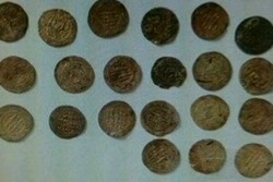 کشف شمش طلا و سکه قدیمی قاچاق در فراهان/ ۳ نفر دستگیر شدند