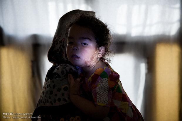 گلنسا. سه ساله. از سن یک ماهگی مبتلا به بیماری. اهل روستای قره گل شرقی