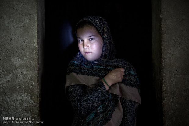محدثه. ده ساله. از نوزادی مبتلا به بیماری. اهل روستای قارقاشلی