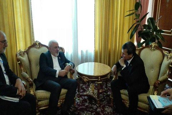 Zarif meets with Tajik, Turkmen FMs