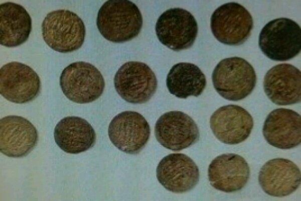 کشف ۳۰ قطعه سکه ساسانی و سلوکی در فرودگاه کرمانشاه
