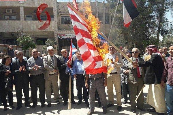 تظاهرات سوریها در شهر «قامشلی» در محکومیت تجاوز سهجانبه غرب