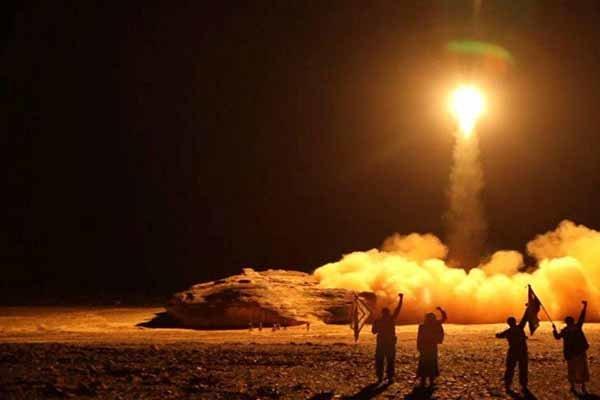 القوة الصاروخية اليمنية تدك تجمعات العدوان السعودي في جيزان وعسير ومأرب