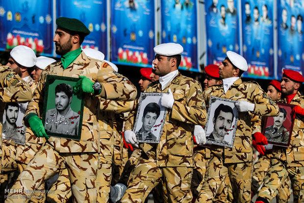 ہم ایرانی فوج کو علاقائی اور عالمی سطح پر متفاوت اور طاقتور کیوں سمجھتے ہیں؟