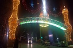 طاق نصرتی با ۸۰۰۰ لامپ رنگی در خیابان شهدای همدان