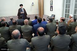 قائد الثورة يؤكد ضرورة استمرار تطوير قدرات الجيش