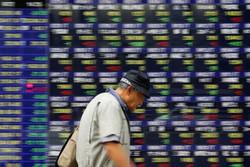 افت سهام جهان با بازگشت ریسکهای تجاری