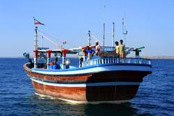 دو فروند شناور حامل صید قاچاق در آبهای مرزی کیش توقیف شدند