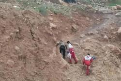 امدادرسانی به عشایر گرفتار سیلاب در کوهرنگ/ ۲۰ راس دام تلف شد