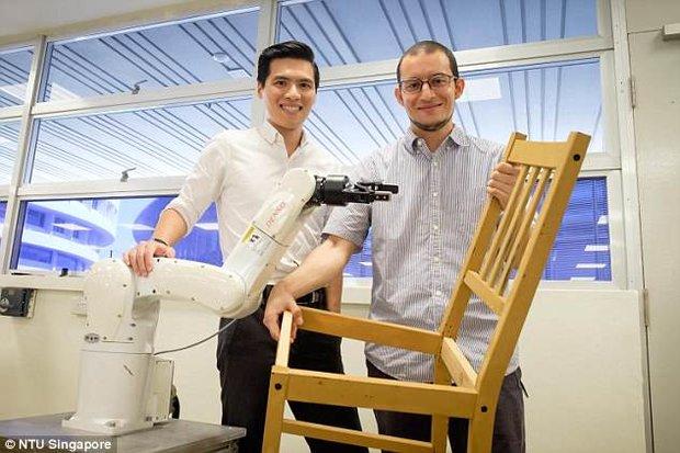 رباتی که صندلی می سازد