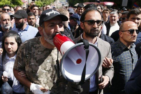 گفتگوها میان حزب حاکم ارمنستان و مخالفان دولت لغو شد