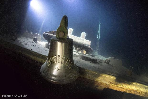 کشتی صدساله در زیر آب