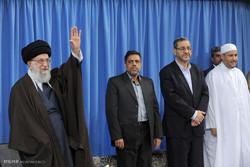 قائد الثورة الاسلامية يستقبل المشاركين في المسابقات الدولية للقرآن الكريم /صور
