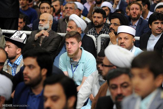 قائد الثورة الاسلامية يستقبل المشاركين في المسابقات الدولية للقرآن الكريم