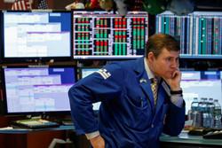 قیمت نفت و دادههای چین بر بازار سهام سنگینی کرد