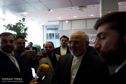 Zarif arrives in Moscow