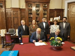 The director-general of the Library of the Hungarian Academy of Sciences, István Monok, (seated L) and IPIS deputy director Ahmad Haji-Hosseini sign an MOU at the library in Budapest on April 27, 2018