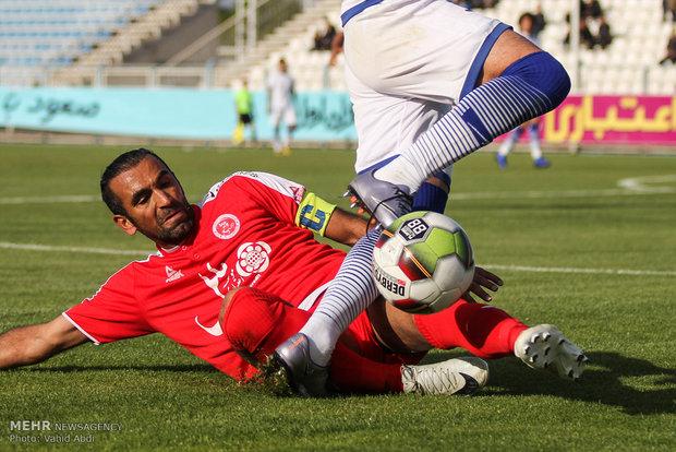 دیدار تیمهای فوتبال گسترش فولاد تبریز و پدیده مشهد
