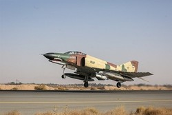 Iran Army overhauls another F-4 fighter jet