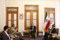 Army Chief Mousavi meets with Parliament Speaker Larijani
