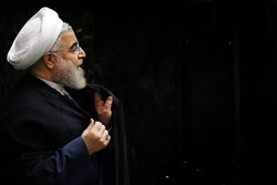 Rouhani holds meeting with economic officials to discuss currency crisis