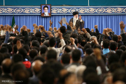 مشاهد من استقبال قائد الثورة الاسلامية لجمع من العمال  بمناسبة يوم العمال / صور