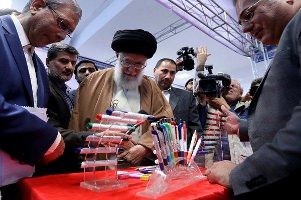 """رہبر معظم انقلاب اسلامی کا """" ایرانی وسائل اور اشیاء """" کی نمائشگاہ کا قریب سے مشاہدہ"""