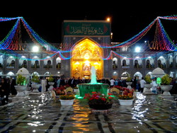 جشن های ایام ولادت حضرت زهرا(س) در حرم مطهر رضوی برگزار می شود