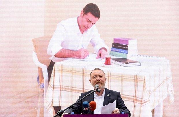 """حزب """"الشعوب"""" التركي يرشح زعيمه المسجون لانتخابات رئاسة تركيا"""