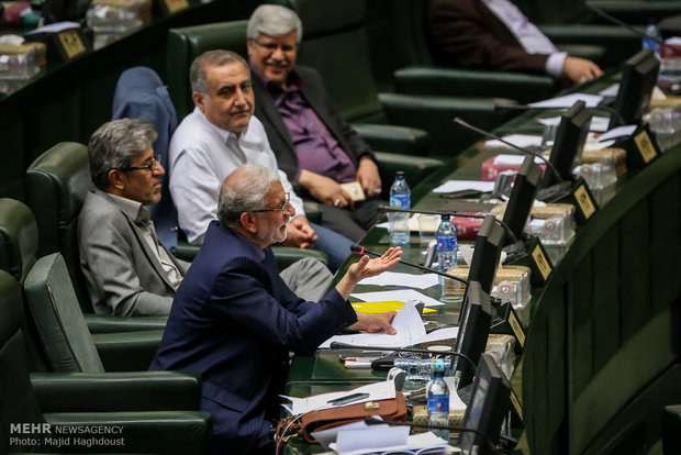 FM Zarif goes to parliament to convince MPs