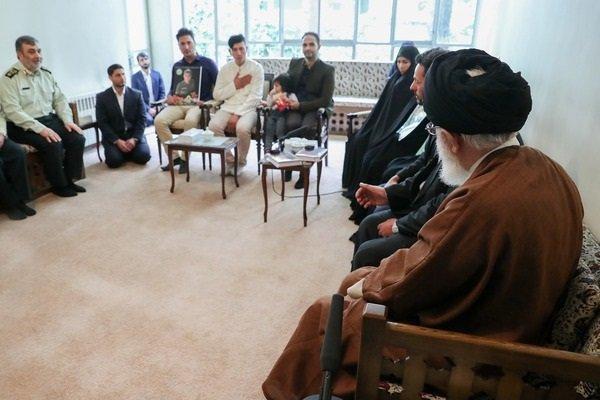 قائد الثورة الاسلامية يستقبل عددا من ذوي الشهداء في الشرطة الايرانية