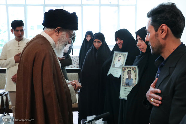 Ayatollah Khamenei receives families of martyred police officers